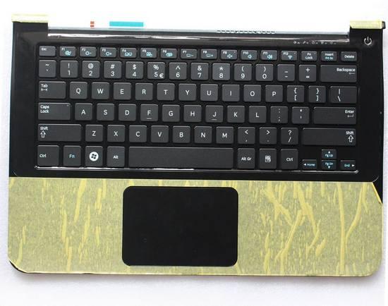 Совмещение корпуса с клавиатурой. Такими штуками любит баловаться Samsung