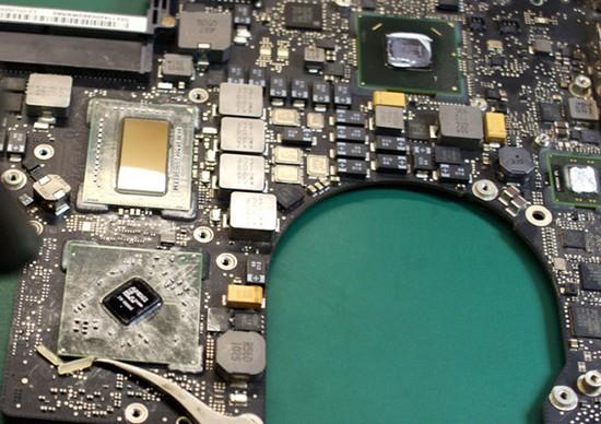 """Apple MacBook 15"""" - процессор и видеокарта распаяны непосредственно на материнской плате."""