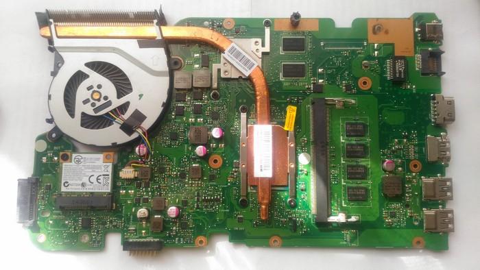 на фото плата ноутбука slim - процессор припаян, оперативная память припаяна, но имеется слот для установки дополнительной планки памяти