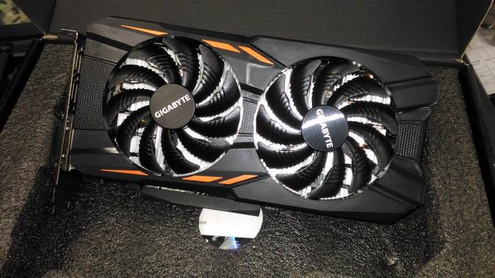 Видеокарта GIGABYTE nVidia GeForce GTX 1050TI готова к установке в собираемый системный блок для рендеринга