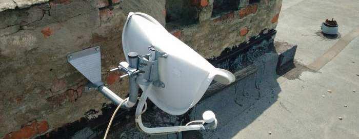 Деформация антенны Супрал 0,55м при сильной ветровой нагрузке. Сказывается особенность крепления зеркала антенны.