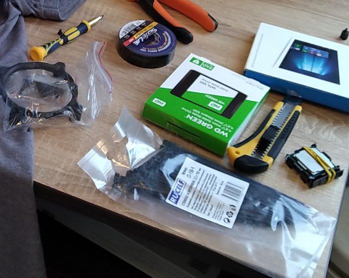 SSD накопитель от WD на 240 гб серии Green в составе сборки системного блока. Пока для работы будет достаточно, а в дальнейшем со снижением цен и ростом ёмкости можно будет докупить еще один накопитель.