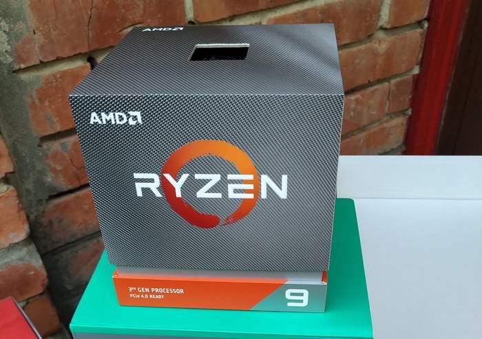 На сей раз для сборки был выбран процессор AMD. 3000 серии. Модель Ryren 3900X. Сборку делали в конце августа-начале сентября. Новейшие Ryxen 5900x с повышенным IPC на тот момент даже не были озвучены