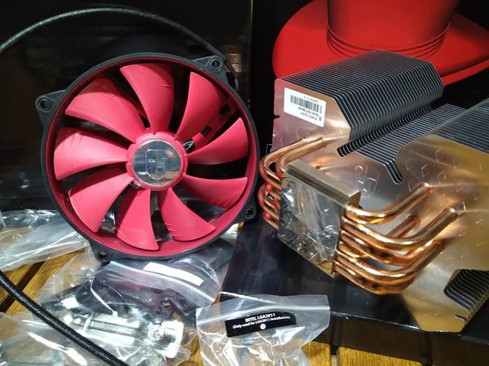 Огромный DeepCool RedHat с 6-ю тепловыми трубками и идеальной полировкой поверхности. Размер вентилятора - аж 14 сантиметров